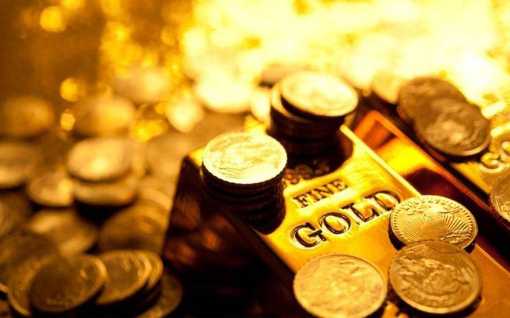 Decline in gold prices globally while monitoring trade and political developments