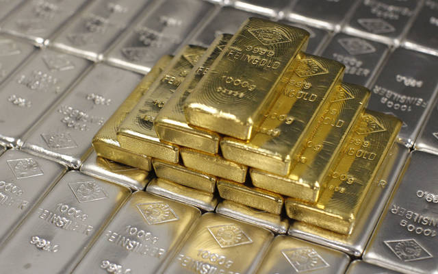 Gold falls after the word unrelenting and rising dollar
